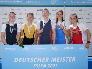 Siegerehrung Deutsche Meisterschaft 2021, Maike Böttcher (3.v.l.)